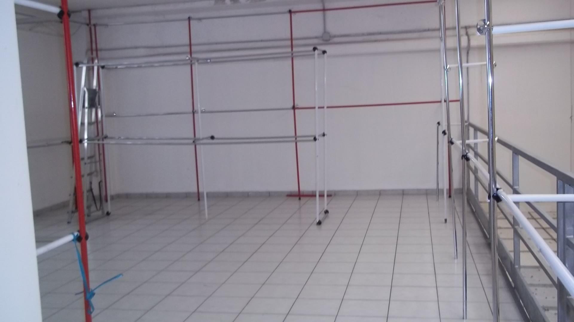 Rif v84 capannone con sovrastante soppalco immobiliare for Tettoia capannone con soppalco